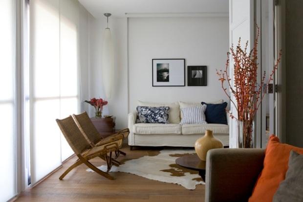 O combo sofá + poltrona pode funcionar melhor na sua sala
