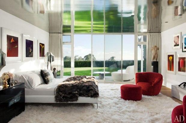 Materiais nobres vintage e atuais formam o dormitório do casal