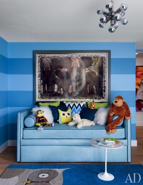 O quarto do pequeno Zachary em tons de azul