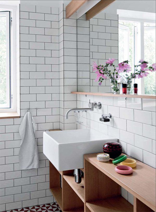lavatorio-de-uma-casa-de-banho-de-estilo-nordico