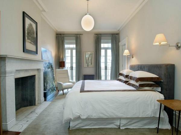 Julianne-Moores-West-Village-Townhouse-bedroom