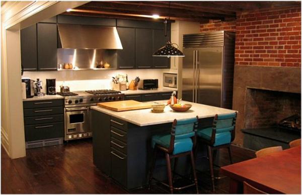Julianne-Moores-West-Village-Townhouse-kitchen
