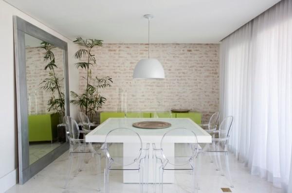 mesa-de-jantar-branca-em-resina-600x397